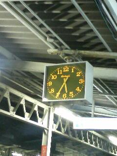 電車、早く来い