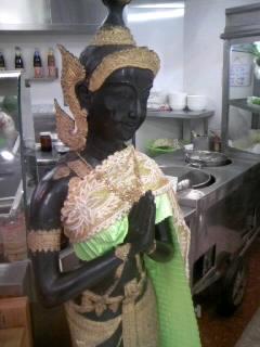 タイで昼飯