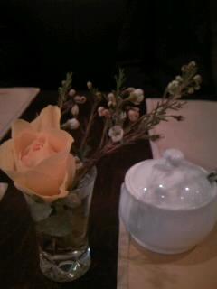 テーブルに花