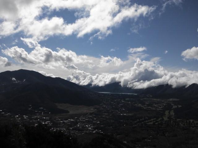 金時山から大湧谷を望む